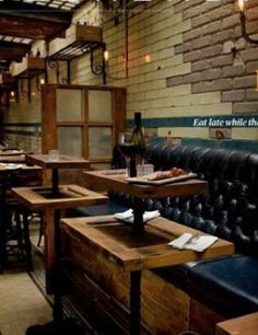Brick wall contrast, Tiered tables