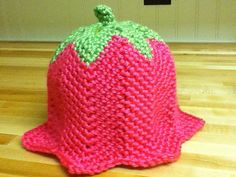 Cap pattern by Suzetta Williams Tulip Hat: free patternTulip Hat: free pattern Crochet Kids Hats, Crochet Cap, Crochet Beanie, Love Crochet, Crochet Crafts, Yarn Crafts, Crochet Stitches, Crochet Projects, Knitted Hats