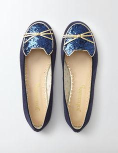 We've taken inspiration from our feline friends with these flats that'll have you feel-ine pretty sparkly. In rose gold leather or soft navy suede, they're smart, stylish and comfortable for parties or days out. Glittery cat faces with 3D leather whiskers are the perfect finishing touch.