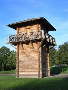 Reconstruction of a roman watchtower Vechten, (Holland) Livius How To Build A Log Cabin, Lookout Tower, Tower House, Roman History, Unusual Homes, Home Landscaping, Water Tower, Fortification, Medieval Castle
