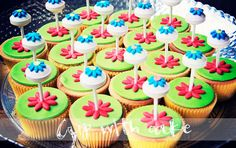 Cupcakes with fondant and lolly
