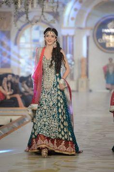 - Pakistani Bridal Fashion – Pantene Bridal Couture Week PBCW 2013 – Zainab Chottani Source by MahamLuna - Pakistani Wedding Outfits, Indian Bridal Wear, Pakistani Wedding Dresses, Bridal Outfits, Indian Dresses, Latest Bridal Dresses, Indian Suits, Indian Clothes, Bridal Wedding Dresses