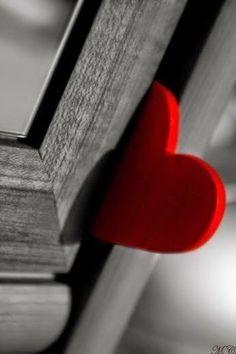 Red heart stuck in a door I Love Heart, Happy Heart, My Heart, Heart In Nature, Heart Art, Heart Wallpaper, Love Wallpaper, Color Splash, Color Pop