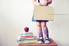 Back to School Photos - must do again this year Abu Dhabi Photographer Photography Mini Sessions, Photography Themes, Children Photography, Back To School Pictures, School Photos, 1st Day Of School, School Days, School Photographer, Christmas Mini Sessions