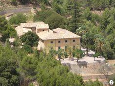 Enorme casa rural histórica en venta en la costa noroeste de Mallorca | Acceso privado a las playas cercanas | Parcela grande con olivos y almendros | Espectaculares vistas al mar