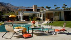 Kaufmann house in palm springs - Richard Neutra. Palm Springs Häuser, Palm Springs Style, Richard Neutra, Slim Aarons, Casa Kaufmann, Tadao Andō, Desert Homes, Villa, Patio
