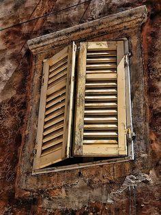 window shutters Croacia by Sobrecroacia.com, via Flickr