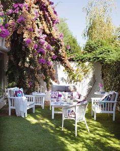 La temporada primavera-verano ya llegó, así que prepárate para disfrutarla como nunca en tu rincón al aire libre. Ponte al día con los nuevos muebles para salones de exterior.