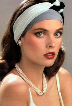 80s and 90s top model and SI Swimsuit model Carol Alt turns 54 today - she was born 12-1 in 1960.