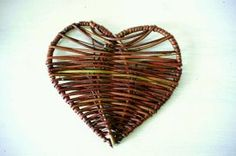 Yarn Crafts, Diy And Crafts, Arts And Crafts, Paper Crafts, Willow Weaving, Basket Weaving, Bamboo Crafts, Kirigami, Gag Gifts