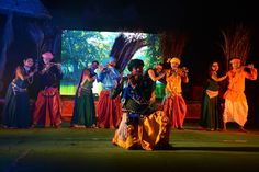पुरखौती मुक्तांगन में आयोजित लाईट एंड साउंड शो का दुर्ग, बालोद एवं बेमेतरा जिले के पंचायत प्रतिनिधियों ने आनन्द लिया. कलाकारों ने विविध प्रसंगों पर प्रस्तुति देते हुए प्रतिनिधियों का भरपूर मनोरंजन किया.