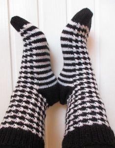 NurinKudin: Kukonaskelsukat Knitting Socks, Fashion, Knit Socks, Moda, Fashion Styles, Fashion Illustrations