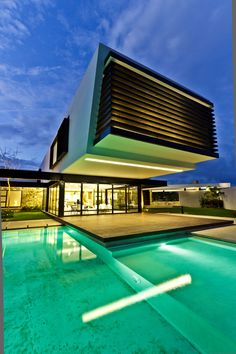 """Temozón House is a private residence designed byCarrillo Arquitectos y Asociados. It is located in Temozon,Yucatan,Mexico, and covers an area of 12,560 square feet. Temozón House by Carrillo Arquitectos y Asociados: """"Located in Temozón Yucatán in a residential area, the house is in a trapezoidal corner plot. Its 60 meter (197 foot) long side faces … Mansions, House Styles, Outdoor Decor, Home Decor, Swiming Pool, Swim, Ideas, Luxury, Dekoration"""