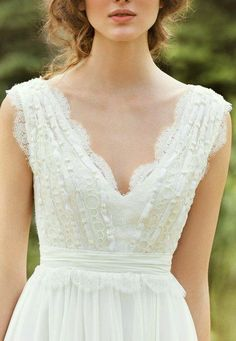 Lovely Feminine Detailing and Soft Romantic Feel to this Wedding Dress Perfect for a Rustic Wedding #weddinginspiration #outdoorwedding #rusticwedding