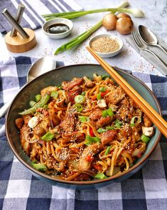 Fast Asian noodle pan with poultry- Schnelle Asia-Nudelpfanne mit Geflügel Fast Asian Noodle Pan with Poultry – Recipes – Cooking Recipes – Cooking – Instakoch. Paleo Recipes, Asian Recipes, Cooking Recipes, Ethnic Recipes, Grilling Recipes, Appetizer Recipes, Dinner Recipes, Paleo Dinner, Asian Noodles