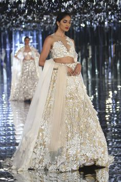 Indian bridal wear manish malhotra lehenga choli couture week Ideas for 2019 Indian Wedding Fashion, Indian Wedding Outfits, Bridal Outfits, Indian Outfits, Indian Fashion, Indian Clothes, Bengali Wedding, Wedding Dresses, Engagement Outfits