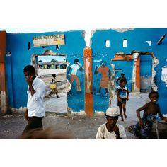 Alex Webb 1986 HAITI. Cite Soleil. 1986. #photography #alexwebb #haiti