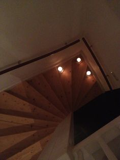 Candle light on the stairs for a romantic walk to upstairs