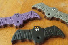 How to Make Vampire Bat Cookies #Cookies #VampireBat #Vampire