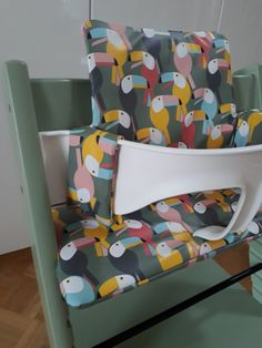 home accents diy Sewing instructions seat cushion for Tripp Trapp (Stokke) Cute Desk Chair, Desk Chairs, Dining Chairs, Diy Bebe, Ideas Para Organizar, Ideas Hogar, Upcycled Crafts, Craft Storage, Diy Organization