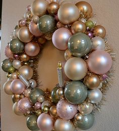 Creating a wreath with glass balls and tinsel Christmas Gifts For Kids, Christmas Balls, Christmas Crafts, Christmas Decorations, Christmas Ideas, Holiday Ideas, Vintage Christmas, Christmas Tree, Holiday Decor