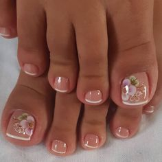 Ongles pour mariage Come visit us Often, we post fresh and surprising Nail designs every single day. Pretty Toe Nails, Cute Toe Nails, Pretty Toes, Toe Nail Art, Cute Toes, Feet Nail Design, Toe Nail Designs, Nails Design, Summer Toe Nails