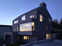 Монолитная ассиметрия частного дома в Денкендорфе, Германия