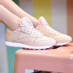 🍭 Reebok Classic by @theliveitup ・・・ #Reebok #reebokclassic #reebokclassics #reebokwomen #reebokmurah #sneakernews #girlsonmyfeet #gomf #girlonkicks #wdywt #womf #sneakersmag #sneakers #snkrs #sneakersaddict #sadp #sneakersoftheday #chicksonkicks #girlsonkicks #igsneakers #sneakerhead #snkrhds #highsnobiety #klekttakeover