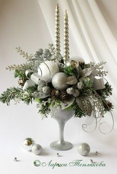 Wedding Winter Christmas Candles 52 Ideas For 2019 Christmas Flower Arrangements, Christmas Flowers, Christmas Table Decorations, Christmas Candles, Gold Christmas, Winter Christmas, Christmas Wreaths, Christmas Ornaments, Advent Wreaths