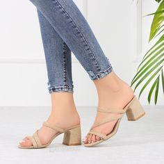#hasır #terlik #şık #terlik White Beige, Slippers, Casual Shoes, Heeled Mules, Heels, Womens Fashion, Summer Outfit, Outfits, Inspired
