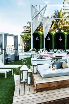 The design fantasy continues in the pool area via towering hedges that curve into cabanas. Mondrian South Beach (Miami Beach, Florida) - Jetsetter