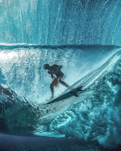 Surfing holidays is a surfing vlog with instructional surf videos, fails and big waves Kitesurfing, No Wave, Big Waves, Ocean Waves, Water Photography, Surfs Up, Belle Photo, Strand, Underwater