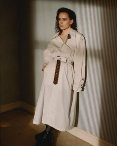 Rey Daisy Ridley, Star Wars Sequel Trilogy, Space Girl, English Actresses, Her Smile, Woman Crush, Who What Wear, Supergirl, Duster Coat