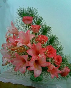 Selecting The Flower Arrangement For Church Weddings – Bridezilla Flowers Tropical Flower Arrangements, Church Flower Arrangements, Church Flowers, Beautiful Flower Arrangements, Beautiful Flowers, Casket Flowers, Modern Floral Design, Corporate Flowers, Wedding Ceremony Flowers