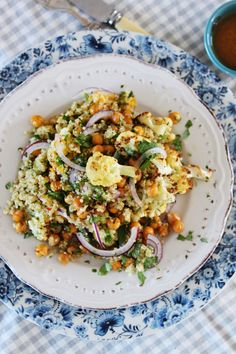Warm Quinoa Salad with Roasted Cauliflower and Chickpeas Served with a Spicy Citrus Dressing Cabbage Casserole, Casserole Dishes, Braai Salads, Great Recipes, Dinner Recipes, Lunch Menu, Cafe Food, Cooking Turkey, Gourmet