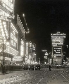 Times Square, New York City, 1929 viafuckyeahvintage-retro