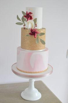 Hayley's Piped Dreams - Delicious Modern Wedding Cakes - Girl Gets Wed
