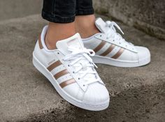 Adidas Women Shoes - Adidas Superstar W 'Metallic Red Bronze Stripes' - We reveal the news in sneakers for spring summer 2017 Women's Shoes, Tennis Shoes Outfit, Shoes 2017, Pink Shoes, Adidas Shoes Women, Nike Women, Adidas Superstar 80s, Curvy Petite Fashion, Adidas Women