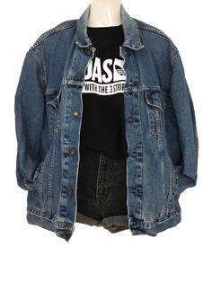 Mein True Vintage Levi's Jeansjacke Oversize Denim Jacke Urban Street Style von Levis. Größe 44 / XL / 14 für 59,00 €. Schau es dir an: http://www.kleiderkreisel.de/damenmode/jeansjacken/153475526-true-vintage-levis-jeansjacke-oversize-denim-jacke-urban-street-style.
