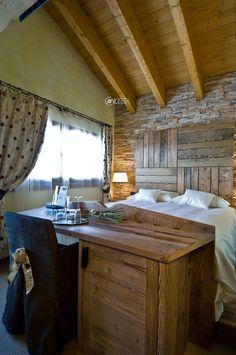Vista d'insieme di una camera della Bait de Angial.