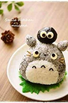 My neighbor Totoro special Onigiri bento Japanese Food Art, Japanese Lunch, Japanese Rice, Kawaii Bento, Cute Food, Yummy Food, Comida Disney, Onigirazu, Bento Recipes