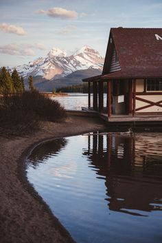 "teapalm:  "" (Tasha Marie) | Maligne Lake, Jasper  website | instagram | facebook  """