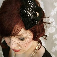 Vintage fascinator!  I'd love to be able to wear this today!