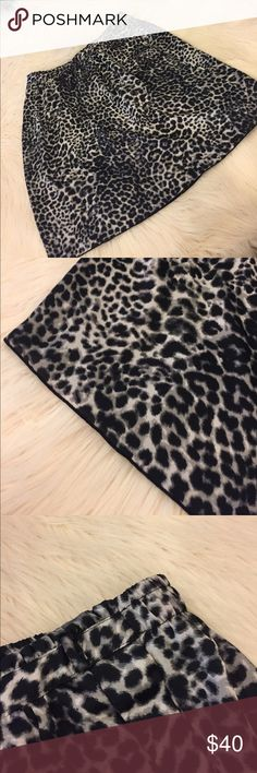 DANA BUCHMAN LEOPARD SKIRT EUC! No rips or stains. Perfect condition! 2 front pockets! Can be dressed up or dressed down! Stretchable waist band. Measurements: 22in long, 30in waist and 25in bottom opening. Dana Buchman Skirts