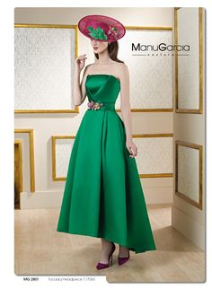 Seguimos apostando por el verde con este precioso vestido de Manu Garcia Costura, único por su tejido, corte y estilo. Combinado con complementos en color morado o buganvilla, queda ideal.