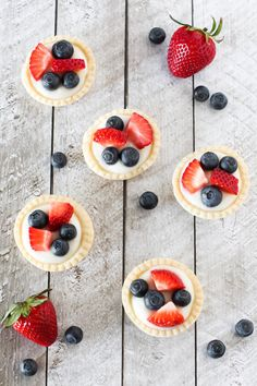 What's not to love about this mini fruit tarts from @SarahBakesGFree?