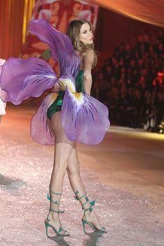 Las modelos de Victoria's Secret en la pasarela (© Startraks Photo/Rex Features)