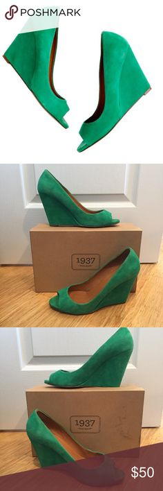 Madewell 1937 Footwear Postscript Peep-Toe Wedge Suede Kelly Green Peep-Toe Wedges. Purchased from Madewell for my wedding. Wore once, minimal wear. Beautifully made and very comfortable. The color is amazing! Madewell Shoes Wedges