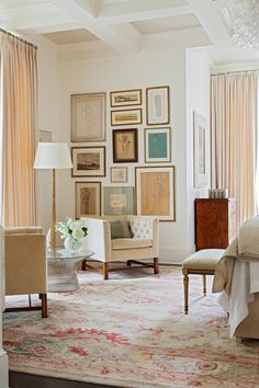 Charleston Home Tour: Charleston home tour today! This beautiful place belongs to Sarah-Hamlin Hastings, the talented lady behind Fritz Porter
