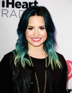 DEMI LOVATO HAS CRAZY HAIR